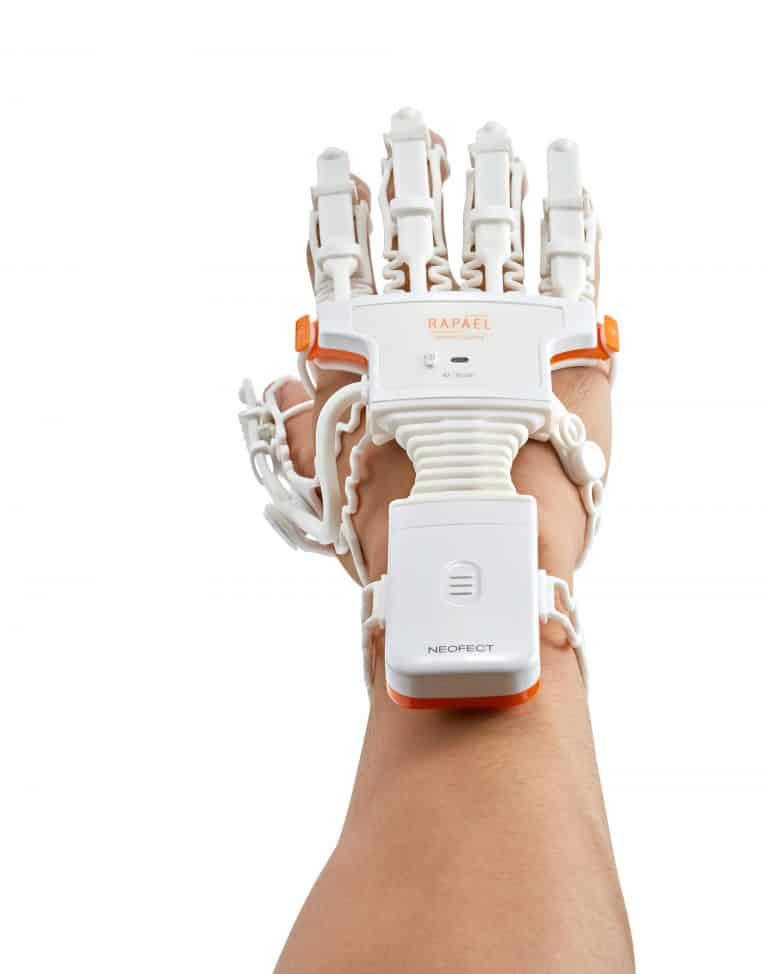 Neofect Smart Glove für die Handrehabilitation nach Schlaganfall