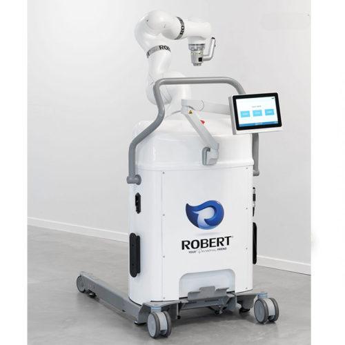 Robert Roboter im Gang einer Reha-Praxis